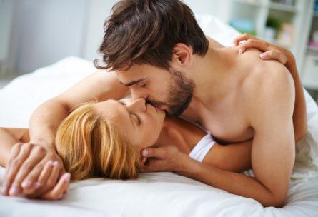 Faire l'amour permet de perdre 300 calories - IStock
