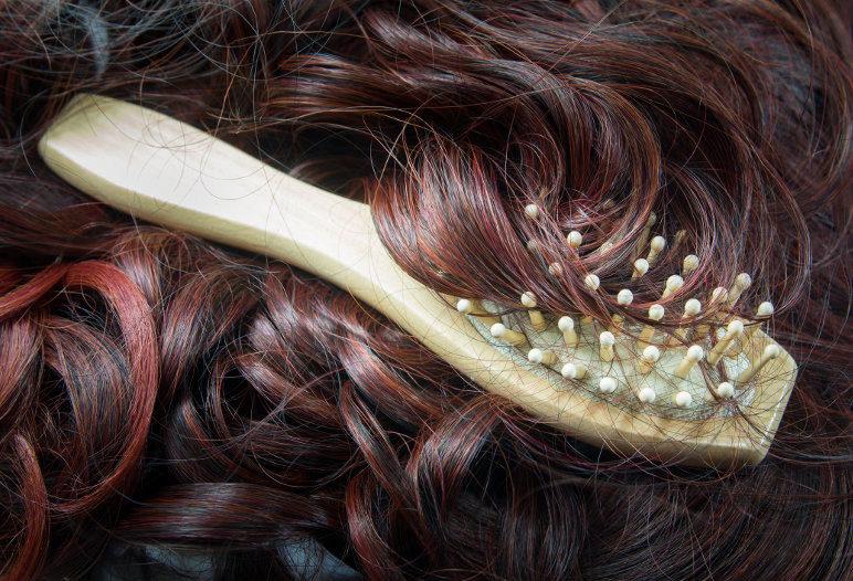 6 remèdes efficaces contre la chute de cheveux - IStock