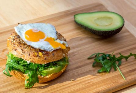 Healthy burger (Marco Verch - Flickr)